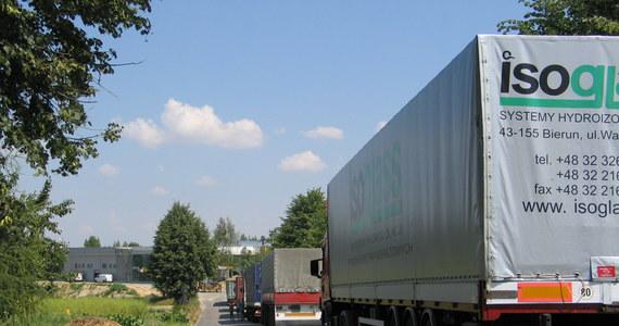 Kierowcy TIR-ów w całym kraju prowadzą strajk włoski. Jadą 10 kilometrów na godzinę wolniej od dopuszczalnej prędkości na danej trasie. W terenie zabudowanym – 40 km/h, a na autostradach i trasach szybkiego ruchu 69 km/h. O opinie na temat strajku zapytaliśmy uczestników ruchu drogowego.