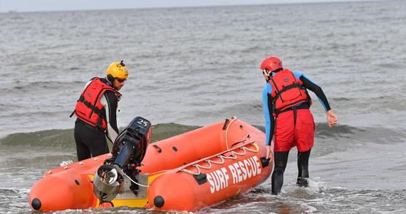 Zakończona w czwartek fiaskiem akcja poszukiwawcza w morzu dwojga rodzeństwa, które zaginęło 14 sierpnia w Darłówku, w piątek została wznowiona przez nurków.