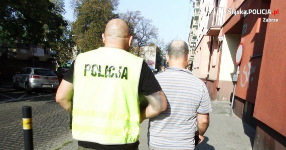 50-letni lekarz z Zabrza miał wykorzystywać kobiety w swoim gabinecie, kiedy przychodziły do niego na prywatne wizyty. Do gwałtów miało dochodzić w ciągu dwóch ostatnich lat. Sprawą zajęła się policja, kiedy jedna z kobiet postanowiła zeznawać. Grozi mu 12 lat więzienia.