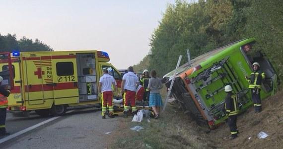 Wypadek autokaru na autostradzie A19 w Niemczech. Pojazd wpadł do rowu w pobliżu miejscowości Linstow w Meklemburgii-Pomorzu Przednim.