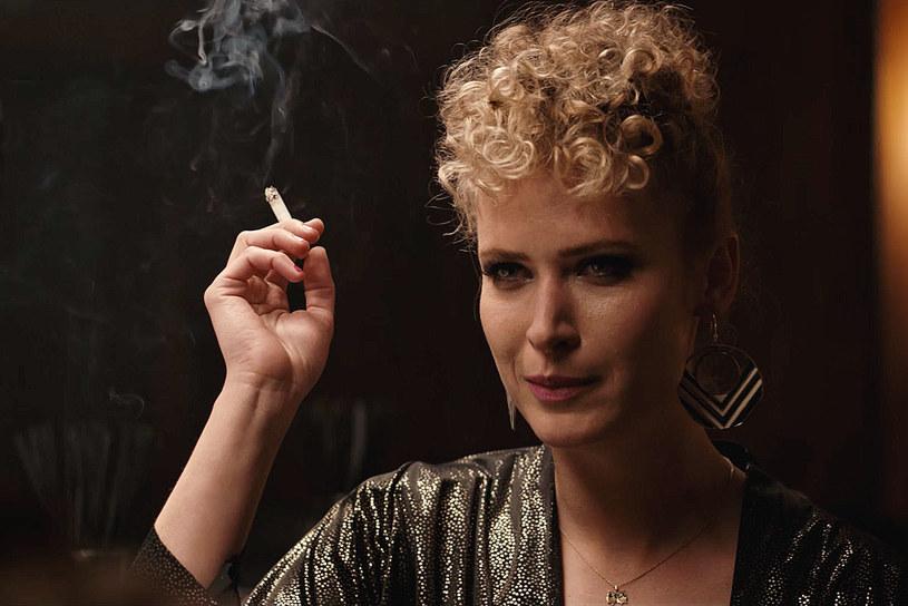 """""""Chyba już wszyscy zdążyliśmy nauczyć się, na jakich zasadach to działa"""" - tak o hejcie mówi Agnieszka Żulewska. Aktorka - którą od niedzieli będzie można oglądać w serialu """"Rojst"""", gdzie zagra prostytutkę - radzi nie przejmować się komentarzami."""