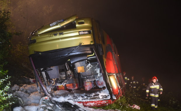 Na drodze krajowej nr. 28 w Leszczawie Dolnej autobus zjechał z drogi i spadł ze skarpy. Pojazdem podróżowały 54 osoby. Służby potwierdziły 3 ofiary śmiertelne.