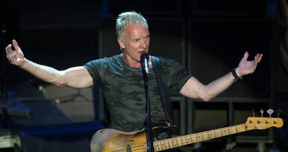 Sting odwiedził w sobotę w Toskanii, gdzie ma posiadłość, protestujących przeciwko zwolnieniom robotników z przeznaczonych do zamknięcia zakładów stalowych, którzy urządzili pikietę przed bramą. Artysta wyraził solidarność z załogą i śpiewał dla niej.