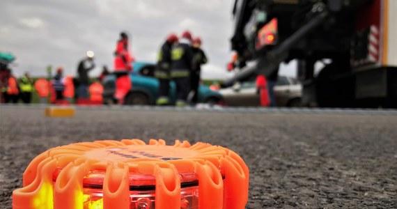 Motocyklista i jego pasażer zginęli w wypadku do jakiego doszło na drodze krajowej nr 28 pomiędzy Rymanowem a Sanokiem na Podkarpaciu.
