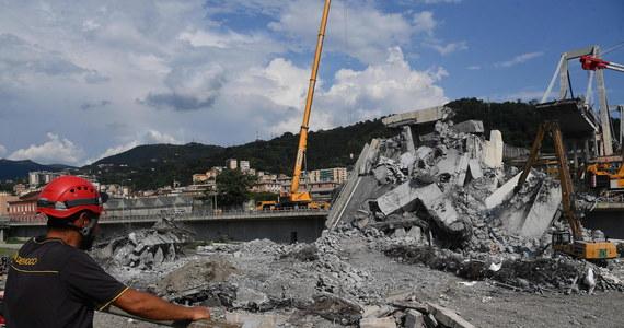 """""""Przepraszam z głębi serca"""" - powiedział dyrektor spółki - zarządcy autostrad we Włoszech Giovanni Castellucci na konferencji prasowej w sobotę w Genui, cztery dni po katastrofie wiaduktu, w której zginęły 43 osoby. Firma zadeklarowała zamiar budowy nowego mostu. Bilans ofiar katastrofy wzrósł. W sobotę po południu zmarła najciężej ranna osoba."""