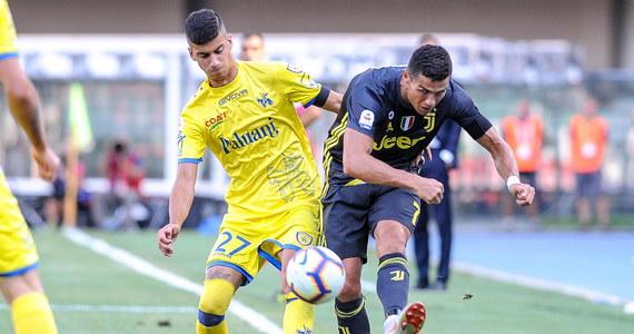Mariusz Stępiński zdobył bramkę dla Chievo Werona, ale jego zespół przegrał u siebie z broniącym tytułu Juventusem Turyn 2:3 w inauguracyjnej kolejce włoskiej ekstraklasy. W ekipie gości zadebiutował Cristiano Ronaldo, a w bramce stał Wojciech Szczęsny. 23-letni Stępiński grał do 66. minuty. Kiedy był zmieniany, jego zespół prowadził jeszcze 2:1.