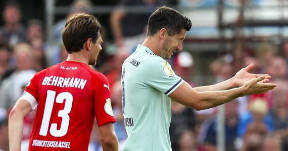 Robert Lewandowski zdobył bramkę, a jego Bayern Monachium pokonał na wyjeździe czwartoligowy SV Drochtersen/Assel 1:0 (0:0) w 1. rundzie Pucharu Niemiec. W sobotę niespodziewanie odpadł broniący trofeum Eintracht Frankfurt.