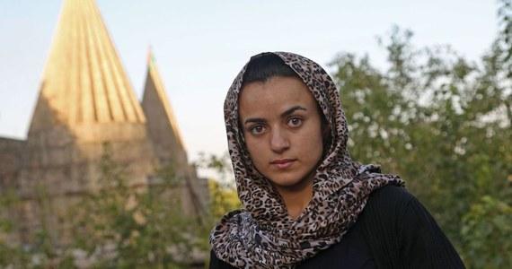 Jazydzka uchodźczyni w Niemczech, która w przeszłości przez kilka miesięcy była niewolnicą seksualną Państwa Islamskiego (IS), wróciła do irackiego Kurdystanu, po tym jak kilkukrotnie spotkała na ulicy w Niemczech człowieka, który kupił ją i gwałcił.