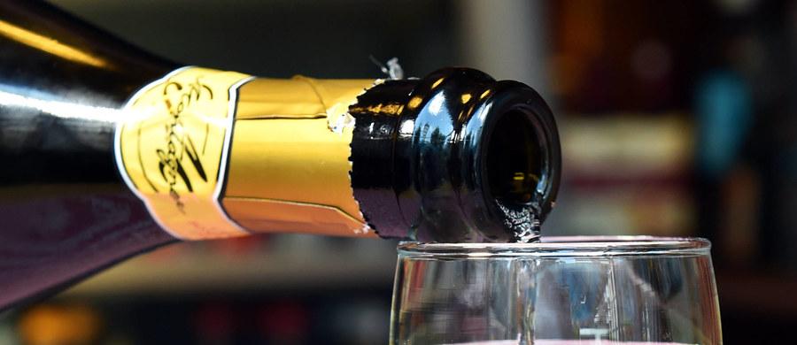 We Włoszech próbuje się ograniczyć produkcję Prosecco, czyli białego musującego wina z północy kraju. Jego popularność i wysokie zyski sprawiają, że na winnice zamienia się każdy kawałek terenu.