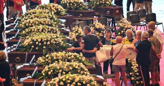 Strażacy w Genui oficjalnie zakończyli w niedzielę operację poszukiwania ludzi w gruzach zawalonego wiaduktu. Dzień wcześniej znaleziono ciała ostatnich osób uważanych za zaginione. Bilans wtorkowej katastrofy to 43 ofiary śmiertelne.