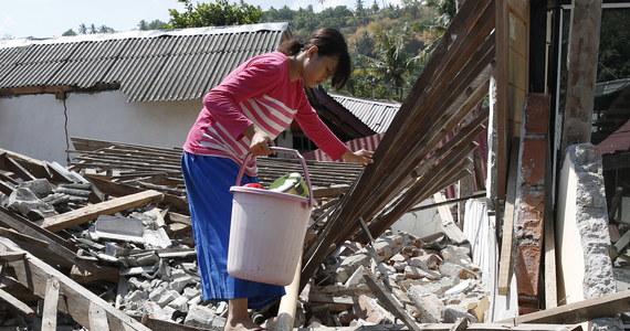 Trzęsienie ziemi o magnitudzie 6,9 nawiedziło w niedzielę wieczorem czasu lokalnego indonezyjską wyspę Lombok, kilkanaście godzin po trzęsieniu o magnitudzie 6,3 - podały amerykańskie służby geologiczne USGS. Na razie nie ogłoszono alertu przed tsunami. Nie ma informacji na temat ewentualnych ofiar ani zniszczeń.