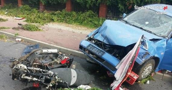 Kierowca, który wczoraj w Smolnicy koło Gliwic śmiertelnie potrącił motorowerzystę, był poszukiwany listem gończym. W przeszłości karano go też za przestępstwa drogowe. To najnowsze ustalenia reportera RMF FM. W czasie wczorajszego wypadku sprawca był też kompletnie pijany.