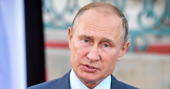 """Prezydent Rosji Władimir Putin wciąż liczy na wyciągnięcie rosyjsko-amerykańskich stosunków """"z głębokiego kryzysu"""", ale nikt nie będzie płakać, jeśli to pragnienie nie będzie odwzajemnione przez Waszyngton - oświadczył rzecznik Kremla Dmitrij Pieskow."""