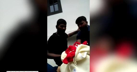 Ratownicy z indyjskiej Straży Wybrzeża uratowali dziesięciodniowe niemowlę i jego matkę, którzy zostali uwięzieni na piętrze zalanego przez powódź budynku. Łącznie, w czasie jednej akcji, ratownicy ewakuowali z zalanych i uszkodzonych budynków 127 osób. Od 8 sierpnia, gdy zaczęły padać wyjątkowo intensywne deszcze, w stanie Kerala na południu Indii zginęło 227 osób.