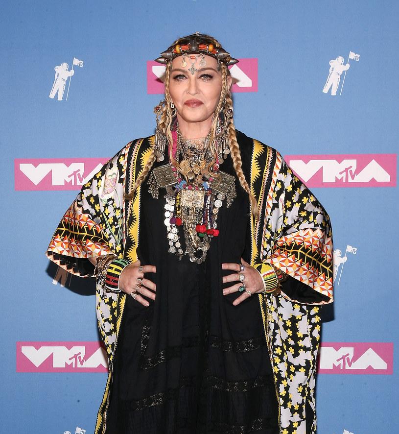 Madonna została skrytykowana za swoje wystąpienie na gali MTV Video Music Awards. Gwiazda postanowiła oddać hołd zmarłej niedawno Arecie Franklin.