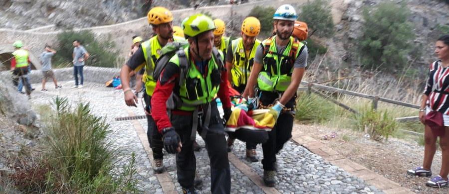 Do 11 wzrósł bilans osób, które zginęły po tym, jak wczoraj potok w parku narodowym Pollino w Kalabrii, na południu Włoch, wystąpił z brzegów po gwałtownej ulewie i porwał turystów. Trzy osoby wciąż są zaginione. Poszukiwania ludzi trwały całą noc.