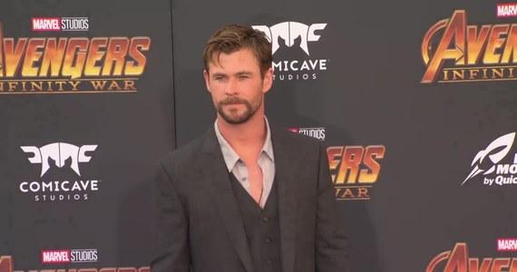 """Chris Hemsworth jest znudzony ciągłym graniem przystojniaków. Przez swój wygląd często jest obsadzany w rolach obiektów kobiecych westchnień. Aktora męczy to i chce wyjść poza utarty schemat. Gwiazdora będzie można zobaczyć w thrillerze kryminalnym """"Źle się dzieje w El Royale"""". Film określił jako dramat z humorystycznymi momentami."""