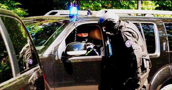 Funkcjonariusze Centralnego Biura Antykorupcyjnego zatrzymali Marka M., biznesmena znanego z obrotu stołecznymi nieruchomościami. Agenci działali na polecenie Prokuratury Regionalnej we Wrocławiu, prowadzącej śledztwo dotyczące nieprawidłowości reprywatyzacyjnych w Warszawie.