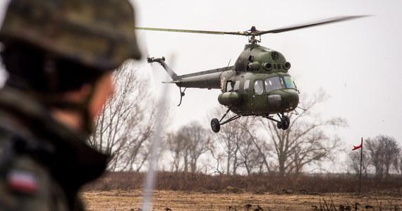 Wypadek wojskowego śmigłowca w Latkowie w powiecie inowrocławskim. Maszyna spadła na trawnik przy płycie lotniska. Na pokładzie było dwóch pilotów. Nic poważnego im się nie stało.
