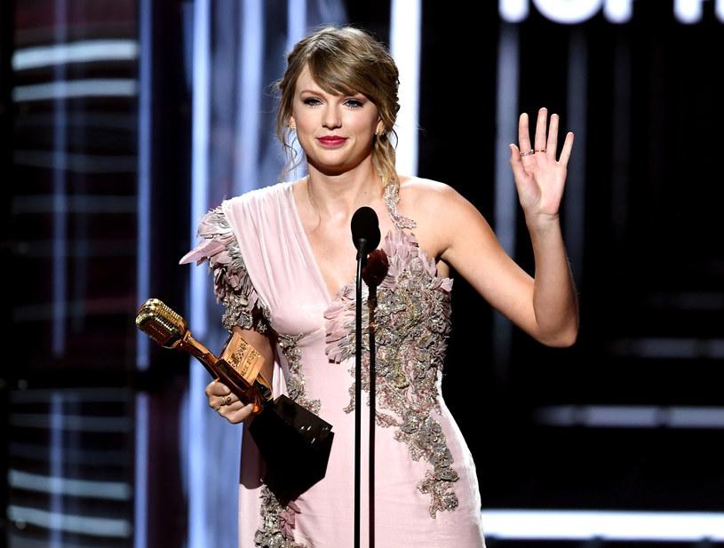 """Taylor Swift, dzięki The Reputation Stadium Tour, pobiła dotychczasowy rekord na najbardziej dochodową trasę kobiety w Stanach Zjednoczonych. Co ciekawe, poprzedni najlepszy wynik należy również do niej - za serię koncertów promujących płytę """"1989""""."""