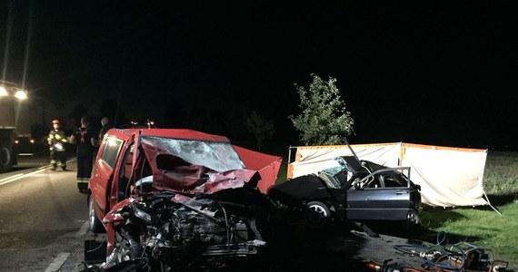 Dwóch kierowców w wieku 24 i 74 lat zginęło wczoraj wieczorem na drodze krajowej nr 51 niedaleko Bartoszyc w warmińsko-mazurskiem. Doszło tam do czołowego zderzenia dwóch samochodów osobowych.