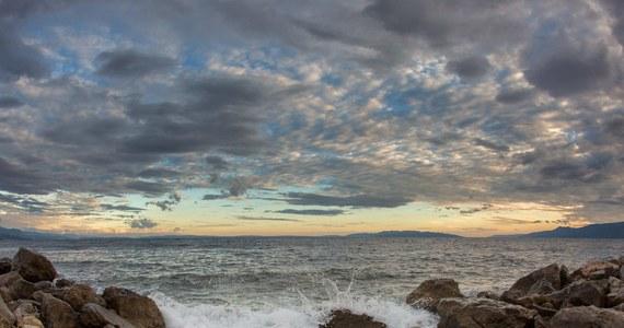 Kamyk zabrany z plaży może okazać się wyjątkowo drogą pamiątką. Nawet 100 funtów mogą wynosić kary na turystów, którzy zdecydowali się zabrać kamyki z plaż Kornwalii.