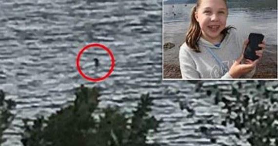 Miłośnicy potwora z Loch Ness mają o czym rozmawiać. Brytyjskie media publikują fotografię zrobioną przez 12-letnią dziewczynkę, która przedstawia ponoć prehistorycznego stwora.