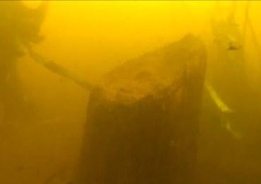 Piła: W rzece Gwda znaleziono fragmenty XVII-wiecznego mostu