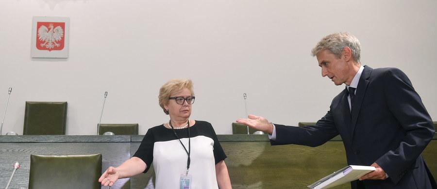 """""""Przy tym tempie już w przyszłym tygodniu możemy mieć sędziów Sądu Najwyższego z nowego naboru. Przypuszczam, że wśród nich będzie osoba, której prezydent powierzy kierowanie Sądem Najwyższym"""" – mówi w rozmowie z reporterem RMF FM Patrykiem Michalskim rzecznik Sądu Najwyższego Michał Laskowski. Sędzia przypuszcza, że jeśli tak się stanie to """"pani prezes Gersdorf  opuści budynek sądu, bo zostanie do tego zmuszona okolicznościami. I wtedy rozpocznie się zupełnie nowy rozdział historii Sądu Najwyższego"""". A będzie to Sąd Najwyższy, do którego procedura naboru jest łatwiejsza w porównaniu z awansem do sądu okręgowego – co sędzia wyjaśnia w wywiadzie. Nasz reporter zapytał też o to, czy nowa Krajowa Rada Sądownictwa może realizować polityczny scenariusz Prawa i Sprawiedliwości na zmiany w Sądzie Najwyższym oraz o to, czy w Sądzie Najwyższym jest już gotowe zaplecze, by izba dyscyplinarna, która zostanie wyłoniona, mogła szybko rozpocząć prace."""