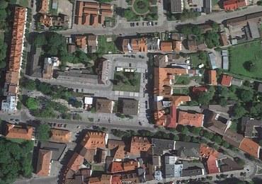 Gminna droga na prywatnym terenie? Absurd w małopolskich Krzeszowicach