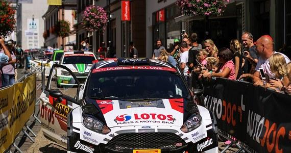 Blisko 320 kilometrów, na które składa się 17 odcinków specjalnych – tak zapowiada się 11. edycja Rajdu Turcji, powracającego po ośmiu latach przerwy do kalendarza Rajdowych Mistrzostw Świata. Dla Kajetana Kajetanowicza i Macieja Szczepaniaka będzie to trzeci start w tegorocznym cyklu WRC. Polacy tradycyjnie korzystać będą z Forda Fiesty R5, obsługiwanego przez polski oddział M-Sportu. Baza i strefa serwisowa szutrowych zawodów zlokalizowane będą w mieście Marmaris, leżącym w południowej części kraju, nad malowniczym brzegiem Morza Egejskiego.