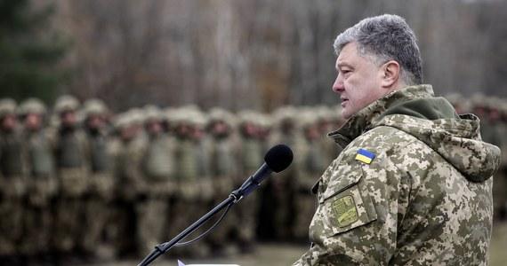 Wojska ukraińskie odbiły poranny pięciogodzinny atak Rosjan na linii rozgraniczenia w obwodzie ługańskim w Donbasie, w wyniku którego poległo czterech żołnierzy sił rządowych – oświadczył prezydent Ukrainy Petro Poroszenko.