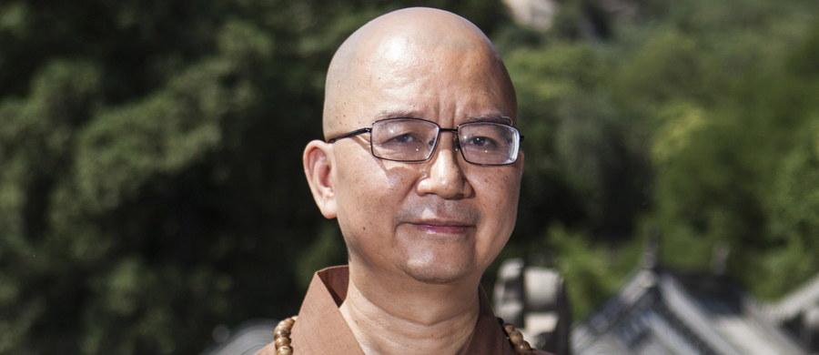 Mniszki z klasztoru na przedmieściach Pekinu miały być molestowane seksualnie przez jednego z najbardziej wpływowych buddyjskich mnichów w Chinach. Śledztwo wykazało, że mnich Xuecheng wysyłał kobietom napastliwe wiadomości tekstowe. 51-latek, który -  jak większość buddyjskich mnichów - złożył śluby czystości, zaprzecza tym zarzutom. Policja wszczęła dochodzenie w tej sprawie - poinformowały chińskie władze.