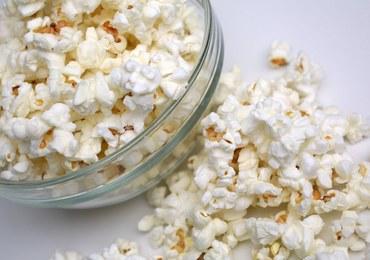 """Szwedzi wrzucą do Bałtyku tysiące litrów popcornu. """"Świetnie symuluje plamę ropy"""""""