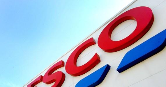 Lider brytyjskiego rynku spożywczego Tesco, który potwierdził w czwartek informację o planowanym zamknięciu w Polsce 13 sklepów, przeszedł w ostatnich latach znaczną transformację, skupiając na rynku brytyjskim i ograniczając ekspansję międzynarodową. Zamknięcie sklepów oznacza likwidację do 2,2 tys. stanowisk pracy w Polsce.