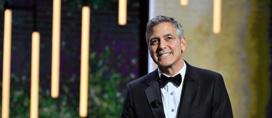 """George Clooney najlepiej opłacanym aktorem. Gwiazdor znalazł się na liście """"Forbesa"""" z kwotą 239 mln dolarów. Znaczna część tej kwoty to dochód ze sprzedaży tequili Clooneya."""