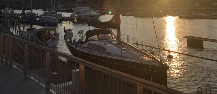 Załoga portu w Rogoznicy w Chorwacji udzieliła pomocy Polakowi, którego jacht dryfował w pobliżu przylądka Plata. Okazało się, że 48-latek był pijany do nieprzytomności.