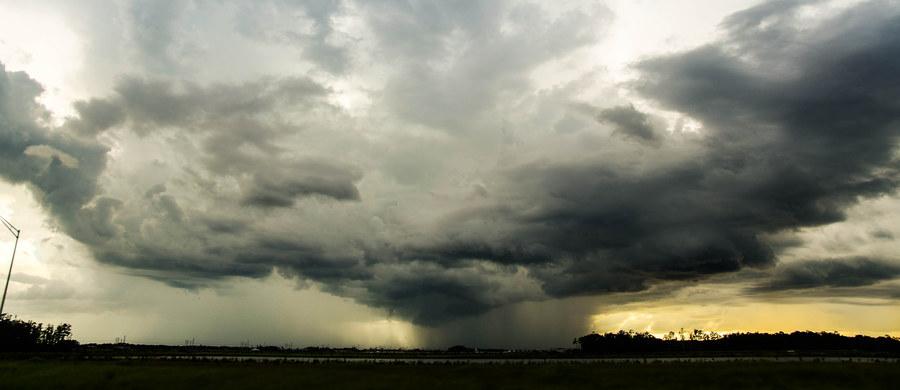 Instytut Meteorologii i Gospodarki Wodnej wydał ostrzeżenia pierwszego stopnia przed burzami z gradem dla pięciu województw.