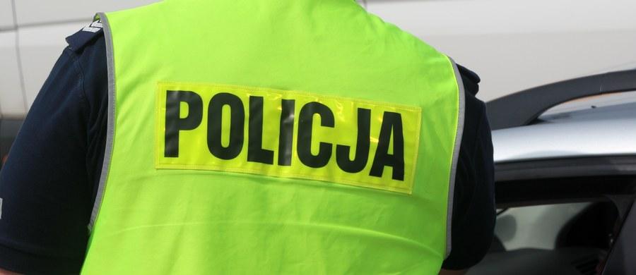 Na ul. Bartniczej w Warszawie samochód potrącił dziecko. Kierowca uciekł z miejsca wypadku.