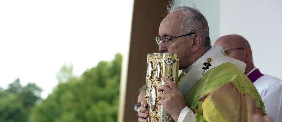 Około 300 tys. osób uczestniczyło we mszy, jaką odprawił w Dublinie papież Franciszek na zakończenie IX Światowego Spotkania Rodzin. Papież nieoczekiwanie rozpoczął mszę od aktu pokutnego za pedofilię i wszelkie nadużycia w Kościele w Irlandii.