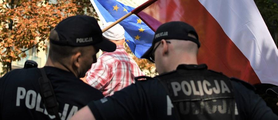 Komendant Główny Policji poinformował w poniedziałek, że wznawia wypłaty wydatków osobowych dla policjantów. Gen. insp. Jarosław Szymczyk zapewnił, że pieniądze na ten cel nie są zagrożone.