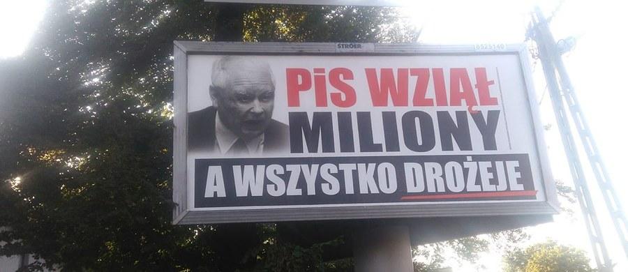 Stanisław Tyszka (Kukiz'15) zapowiedział, że zwróci się do liderów Prawa i Sprawiedliwości i Platformy Obywatelskiej z pytaniem, ile obie partie wydały na kampanię billboardową. Ocenił, że obraża ona inteligencję Polaków i zaapelował o zwrot do budżetu państwa pieniędzy wydanych na billboardy.