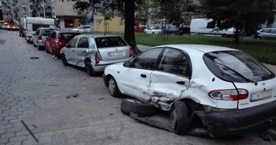 Zarzuty spowodowania zagrożenia bezpieczeństwa w ruchu drogowym i jazdy pod wpływem alkoholu usłyszał 28-latek, który wczoraj swoim samochodem staranował osiem innych aut przy ulicy Pereca we Wrocławiu. Okazało się, że mężczyzna nie miał prawa jazdy.