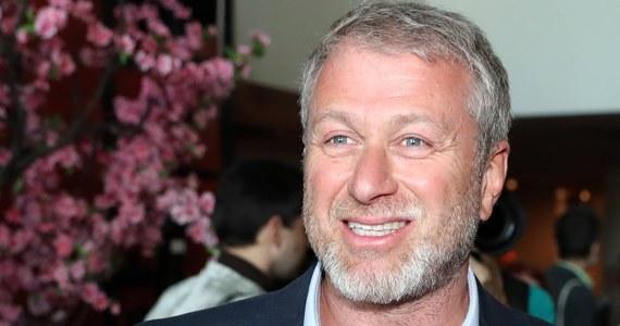 Rosyjski oligarcha, Roman Abramowicz, sprzedaje klub piłkarski Chelsea – donoszą brytyjskie media powołując się na nieoficjalne źródła. Ponoć już ustalona została cena: 2,5 miliarda funtów, co byłoby rekordem takich transakcji w historii futbolu. Rzecznik Chelsea zaprzeczył tym doniesieniom.