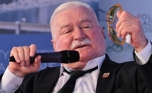 """""""Zwracam się do wszystkich ludzi dobrej woli o uwolnienie Olega Sencowa i zgłaszam Olega Sencowa do Pokojowej Nagrody Nobla"""" - napisał były prezydent RP, laureat Pokojowej Nagrody Nobla Lech Wałęsa. """"W przededniu rocznicy polskiego Sierpnia 1980, który przyniósł jeden z najwspanialszych ruchów społecznych """"Solidarność"""" i zapoczątkował pokojowe zmiany, które w rezultacie przyniosły Europie Wschodniej wolność od totalitarnego ustroju, staję w obronie ukraińskiego reżysera, Olega Sencowa"""" - podkreślił."""