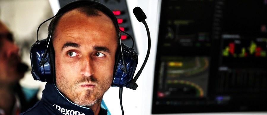 Kierowca zespołu Formuły 1 Williams Kanadyjczyk Lance Stroll przyznał, że zakłada, iż w niedzielę w wyścigu o Grand Prix Włoch na torze Monza będzie nadal reprezentował barwy zespołu Williams, którego zawodnikiem jest od poprzedniego sezonu. To nie jest jednak oczywiste, bo spekuluje się, że mógłby on wystartować w zespole Force India, który w ostatnich dniach przejął jego ojciec. W tym wypadku naturalnym następcą Strolla w zespole Williams jest Robert Kubica.