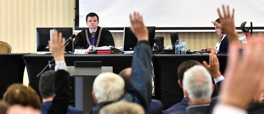 Sąd Rejonowy dla Wrocławia-Fabrycznej odroczył do 9 października zgromadzenie wierzycieli spółki GetBack, które zebrało się w celu zawarcia układu. Wniosek o odroczenie zgromadzenia złożył pełnomocnik dłużnika – spółki GetBack. przychyliła się do niego Rada Wierzycieli.