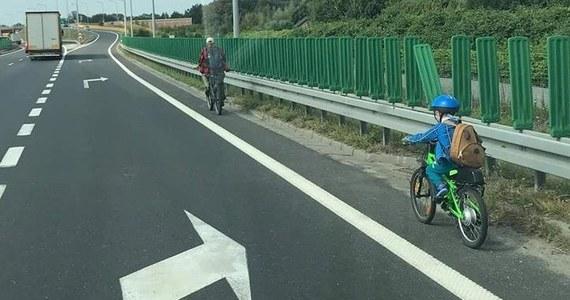 Informacje przekazane przez świadków, przyczyniły się do zatrzymania 40-letniego mężczyzny, który zabrał swojego 6-letniego syna na przejażdżkę rowerową drogą ekspresową S-52 w Bielsku-Białej.