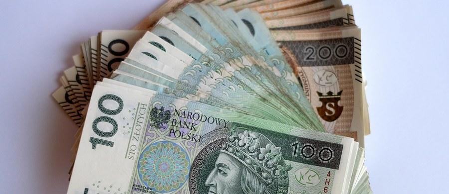 W podwarszawskich Jankach doszło do napadu na osoby niosące pieniądze do banku. Złodzieje mogli ukraść dużą sumę pieniędzy - nawet 1,5 miliona złotych.
