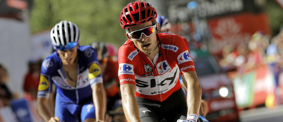 Australijczyk Simon Clarke (Education First) wygrał piąty etap kolarskiego wyścigu Vuelta a Espana z Granady do Roquetas de Mar (188,7 km). Michał Kwiatkowski (Sky) stracił pozycję lidera na rzecz szóstego na mecie Francuza Rudy'ego Molarda (FDJ).
